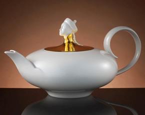 Chinoiserie Teapot in Gold