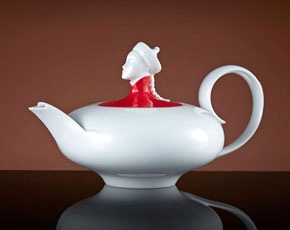 Chinoiserie Teapot in Red